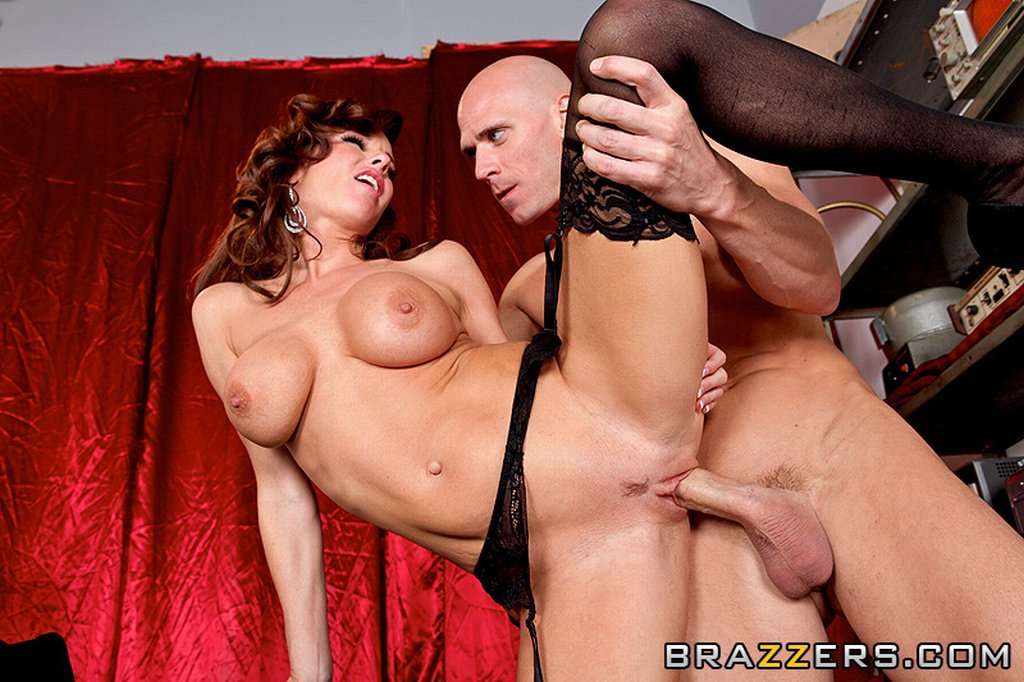 MILFs Like it Big - Veronica Avluv in Boobies Over Broadway, Veronica Avluv, MILFslikeitbig.com, MILFs Like It Big, MILF